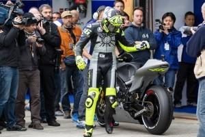Publik Menunggu Tes Pertama Rossi Bersama Yamaha