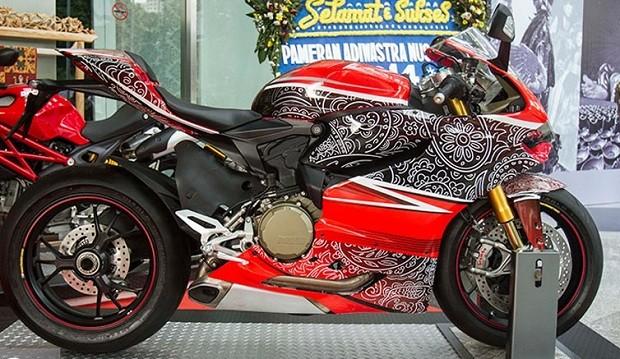 Corak batik motor Ducati sebagai Ciri khas Bangsa