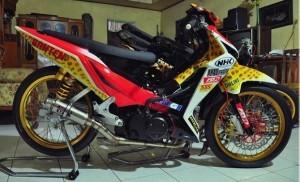 Modifikasi Honda Blade Road Race Menjadi Raja Lintasan Balap