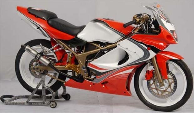 Penampilan Karya menarik Ninja RR sebagai Motor 2 TakPenampilan Karya menarik Ninja RR sebagai Motor 2 Tak