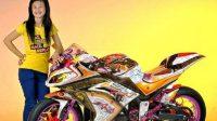 Gadis dengan Modifikasi New Ninja 250 dan Warna Yang Berbeda