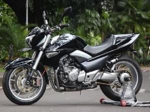 Sosok Suzuki Inazuma Hadir sebagai Motor Petarung Jalanan