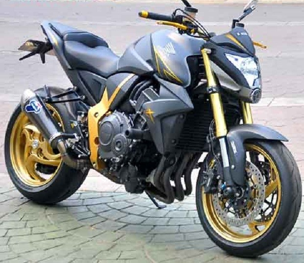 Sedikit Modifikasi Jadikan Honda CB1000R Makin Keren