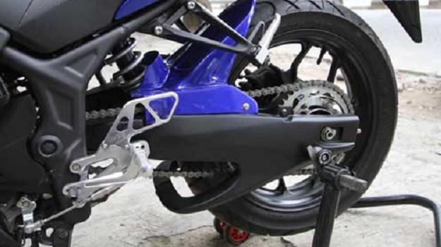 Memasang Kondom Swing Arm Custom Yamaha YZF-R25 Dijamin Lebih Keren