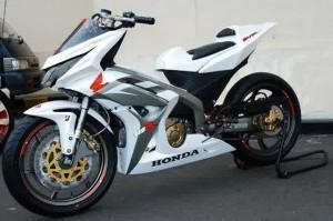 Modifikasi Honda Blade dengan Aura Moto GP