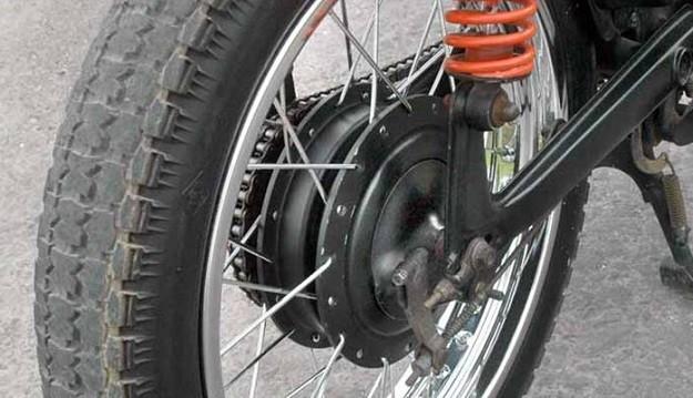 Modifikasi Honda C800 1982 Tidak Terlihat Seperti Besi Tua Lagi