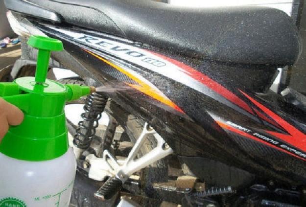 Tips Dan Trik Cuci Motor Saat Musim Hujan Agar Tidak Menggunakan Air Yang Banyak