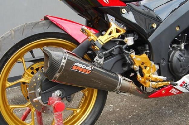 Yamaha R25 Berubah Menjadi MotoGP Movistar