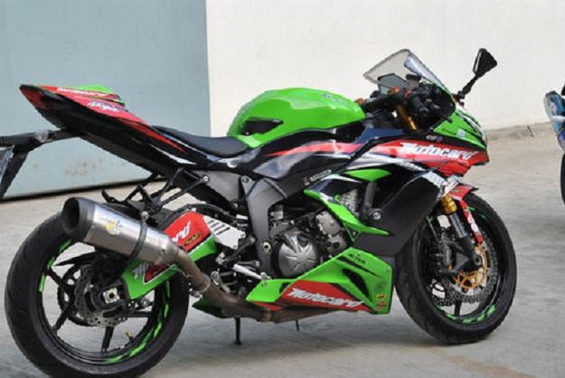 Duet Moge Kawasaki ZX Tampil Bagaikan Pembalap Superbike