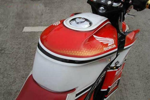 C:\Users\user\Downloads\New folder\Modifikasi Honda CB150R Street Fire, Tua Muda Tidak Masalah.jpg
