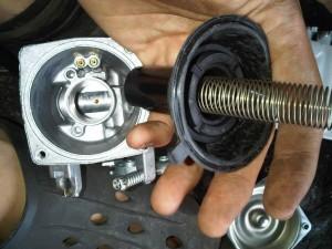 Periksa Dan Ciri Masalah Dari Karet Karburator Vakum