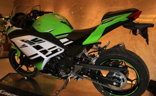 Ninja 300 Untuk Indonesia Diborong Para Biker