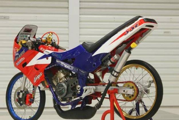Modifikasi Kawasaki Ninja 150R, Trend Konsep Drag Thailand Jadi Juara Racing Look