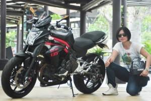 odifikasi Kawasaki ER-6n, Ibu Dua Anak Gemar Jalan-jalan Naik Motor